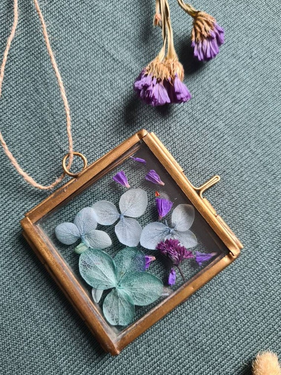 Dried flower brass picture frame
