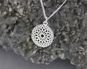 A silver filagree round necklace (smaller size)