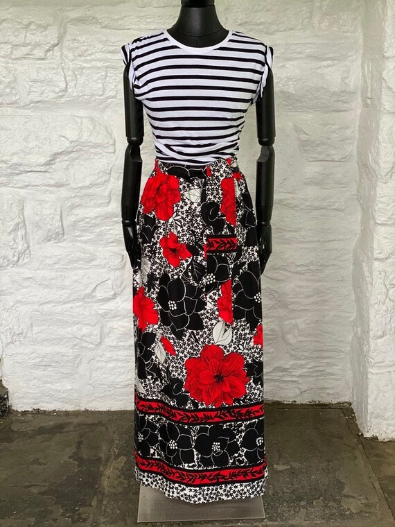 Bold floral print long skirt with self belt