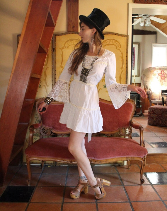 Vintage 60s 70s GoGo Mini White Lace Bell Sleeve B