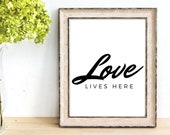 Gift Printable Mom Love Lives Here, Love Sign special for Mother's Day present to give some love to mom, Instant downloads get yours today!!