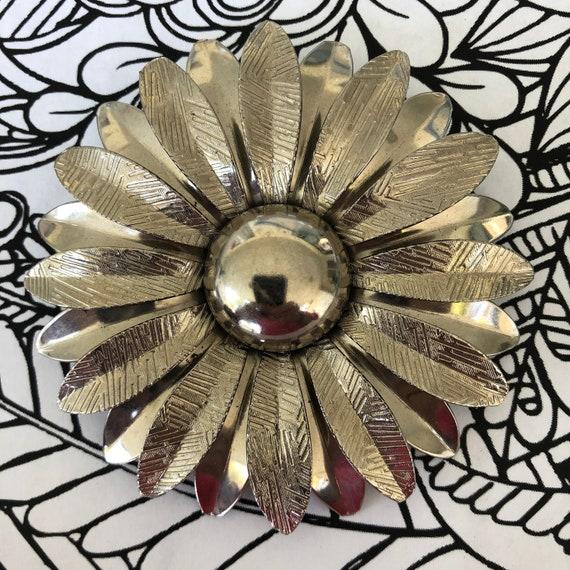 Giant Silver tone 1960's Daisy flower brooch, flow