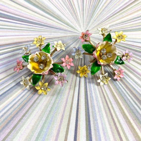 2 adorable vintage flower rhinestone scatter pins,