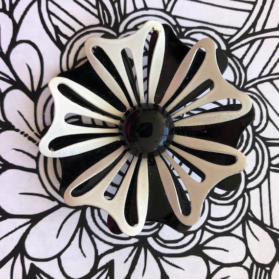 Cool black White 1960's enamel flower brooch, flow