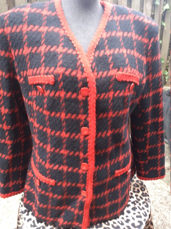Chanel-like 80s woolen vest blazer