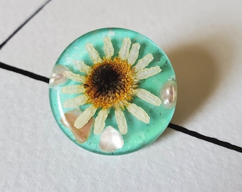 Dried Daisy and Pearl Pin with Clutch Back