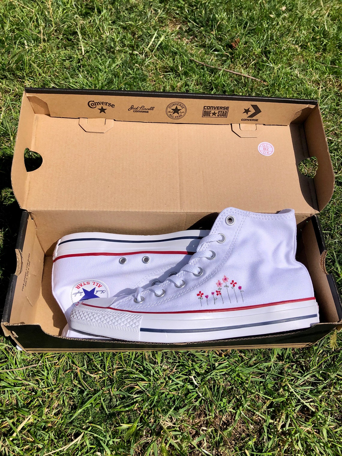 Hand-embroidered Converse sneakers – tulips & geraniums (UK 6)
