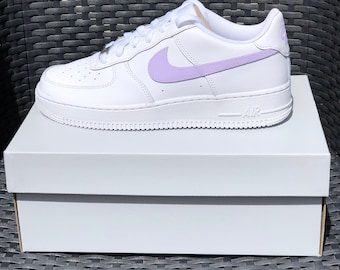 A touch of power pink to the classic Nike Air Force 1