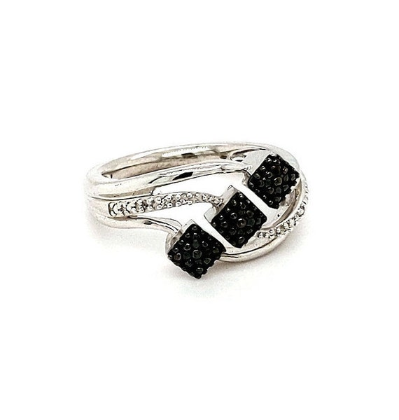 Diamond Ring / Sterling Silver / Ladies Size 7