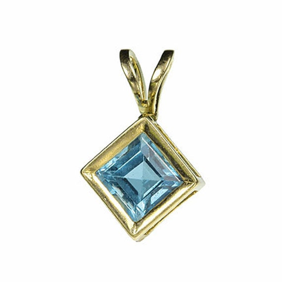Blue Topaz Pendant in 14kt Yellow Gold