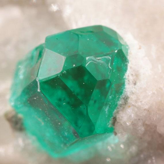 Emerald (fantastic termination) / La Pita Mine, Maripí Municipality, Boyacá Department, Colombia
