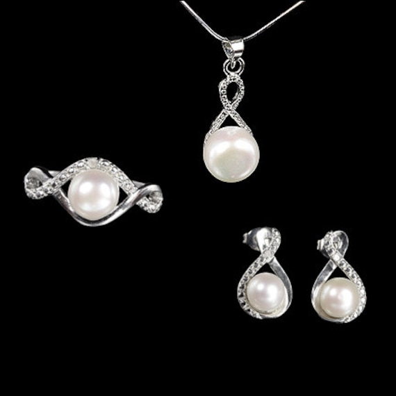 White Freshwater Pearl with Diamonds Jewelry Set / Pendant, Ring and Earrings / Sterling Silver
