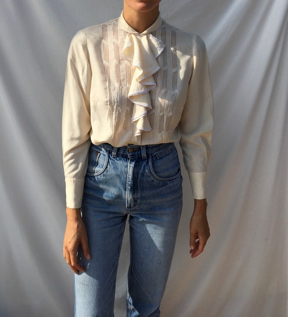 Vintage off-white 1940s silk ruffled blouse with p