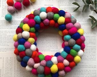 Felt ball Pom Pom Wreath 25cm made with felt, baby shower, felt balls, Multicoloured balls, reusable birthday decoration, baby announcement