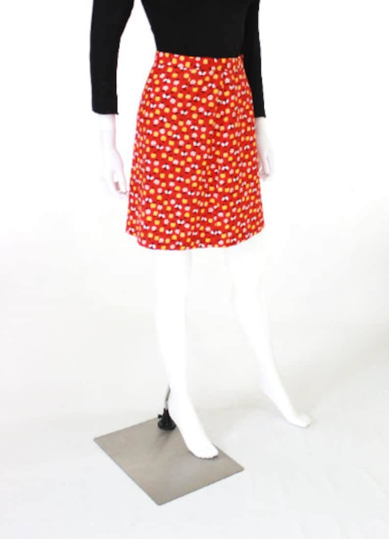 Vintage Novelty Print Skirt 1970s Bumble Bee Novelty Print Skirt Lady Bug Novelty Print Skirt Apple Novelty Print Size XS  Small