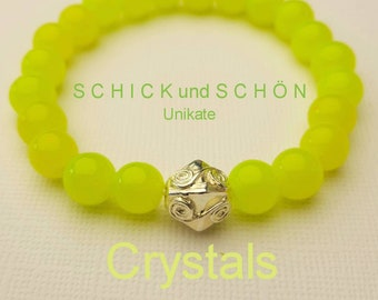 Bright yellow, solid bracelet made of Bohemian glass beads with silver-plated Mala pearl.