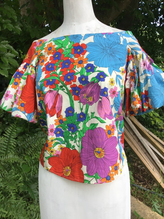 Cotton top with puff sleeves