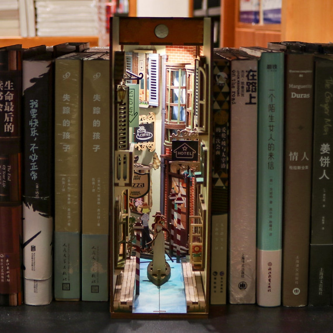 Travel in Venice, Italy Book Nook - Book Shelf Insert - Bookcase with Light Model Building Kit