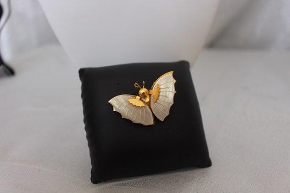 Buttery Pin