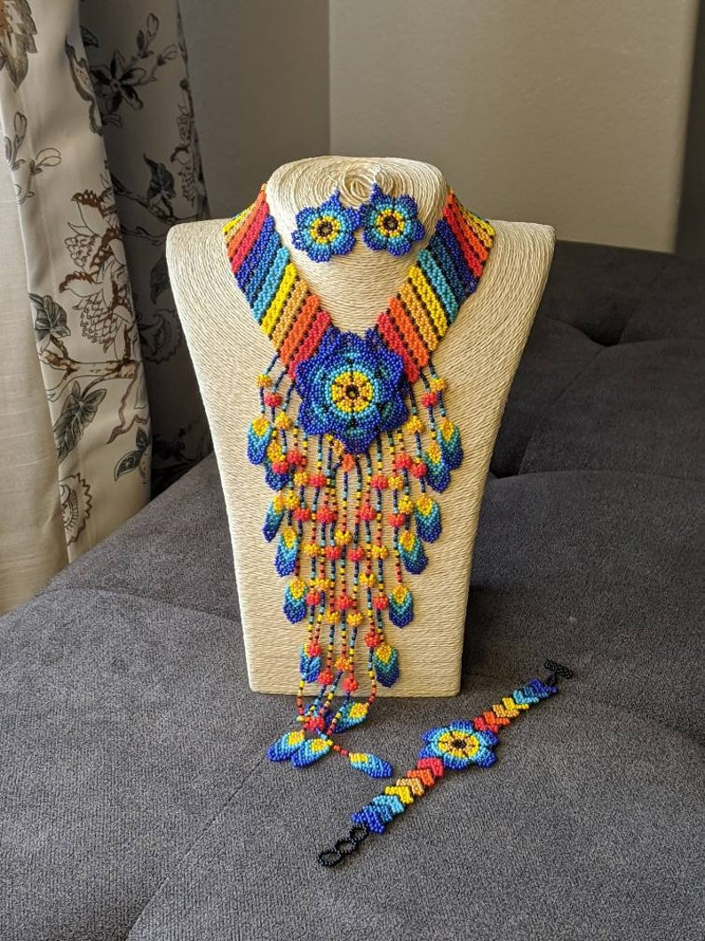Beaded Flower Jewelry set Huichol Necklace Handmade Jewelry Mexican jewelry set Incluides matching Earrings and Bracelet Free shipping.