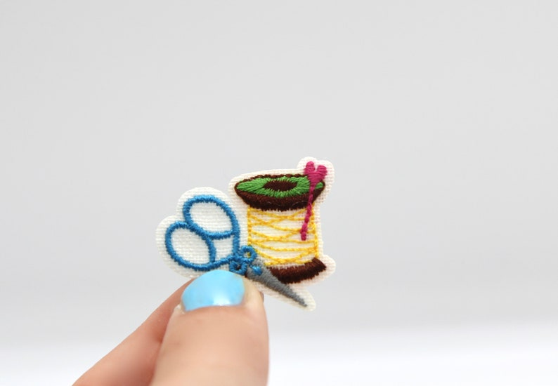 Cotton Reel and Scissors Patch Cute Sewing Thread Patch Iron on Dressmaker/'s Patch Iron on Badge Motif Appliqu\u00e9 Clothes Patch Clothes Badge