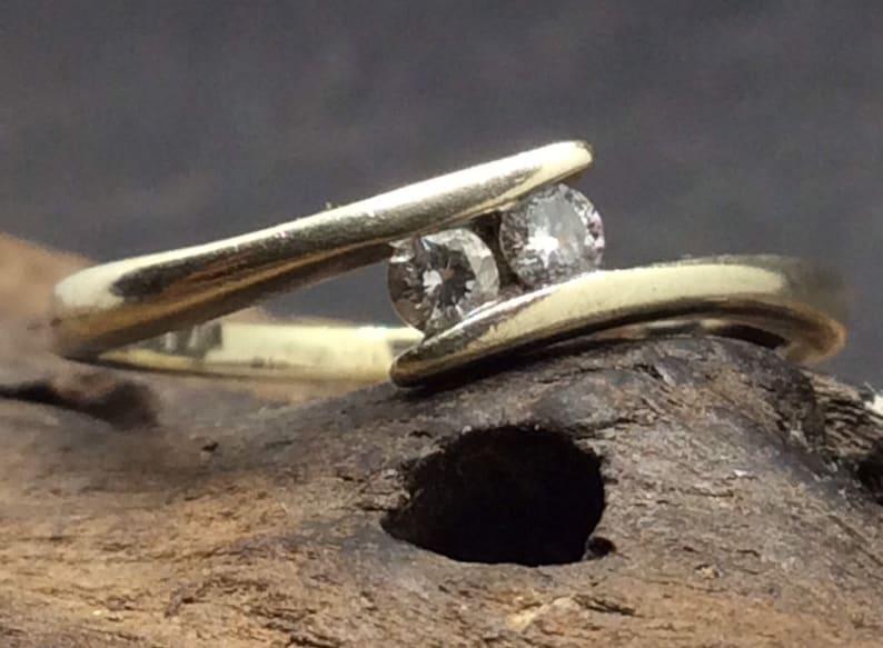 9ct White Gold Diamond Cross Over Ring Size J12