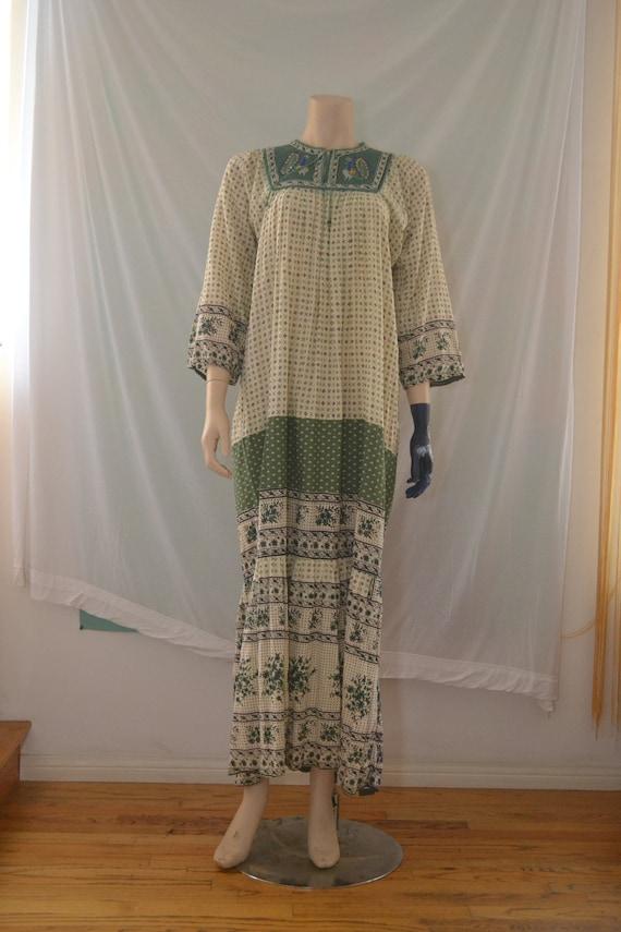 70s India Cotton Maxi Dress/Gold Embroidered Peaco