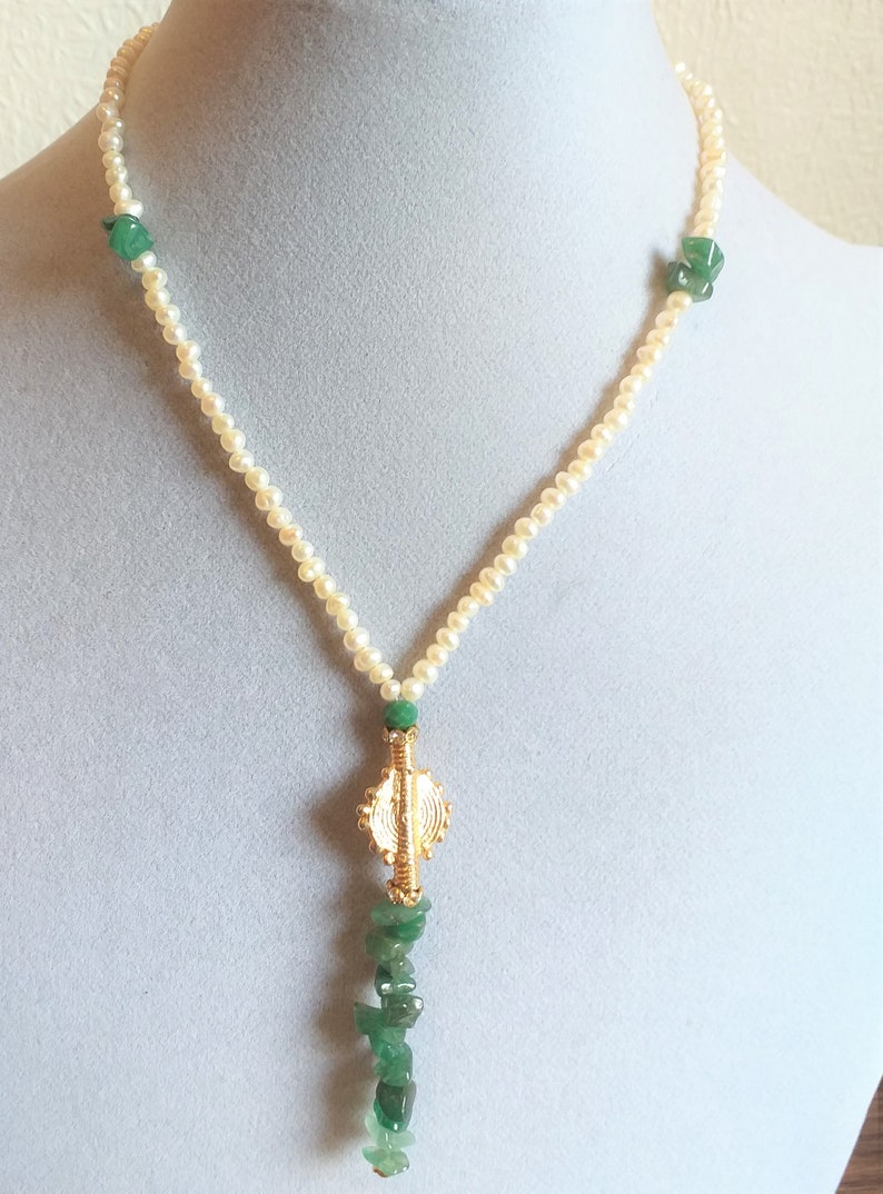 Fresh water pearl and Aventurine gemstone  necklace