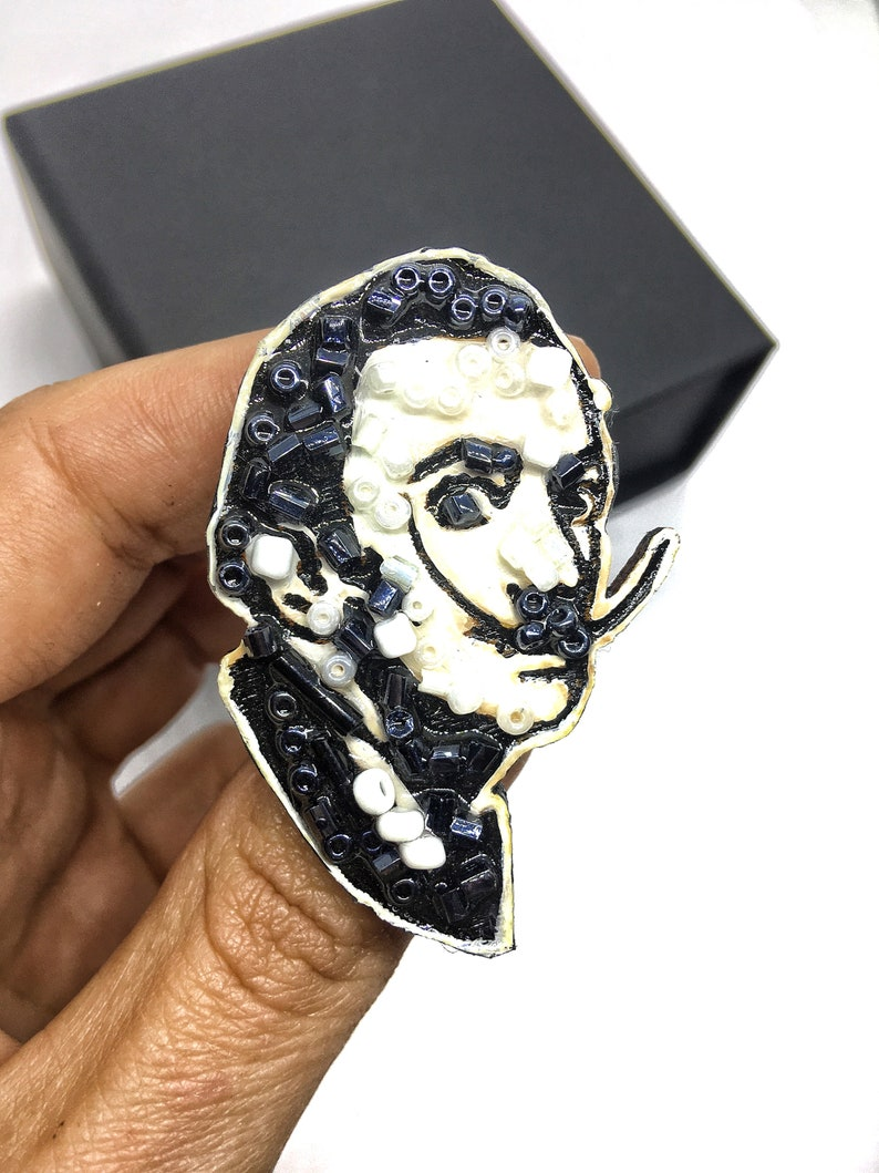 Salvador Dali brooch pin wooden epoxy resin beaded beads jewelry Salvador for gifts for painter painters portrait brooch pin