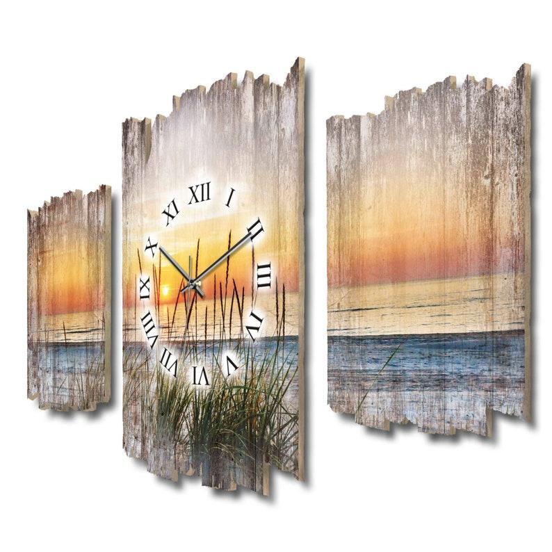 Soirée à pied sur la plage . Style Shabby - France L'horloge murale trois pièces électrise. comme une montre de radio ou de quartz tranquille . bois Plume créative