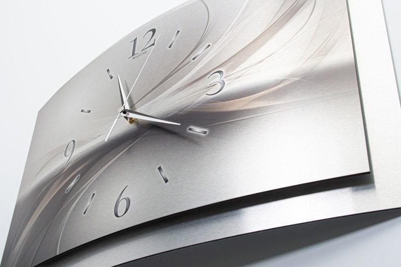Silverline - France Horloge murale moderne de concepteur 3D de métal dans l'aluminium brossé (fr) élection. comme une montre de radio ou de quartz tranquille . Plume créative