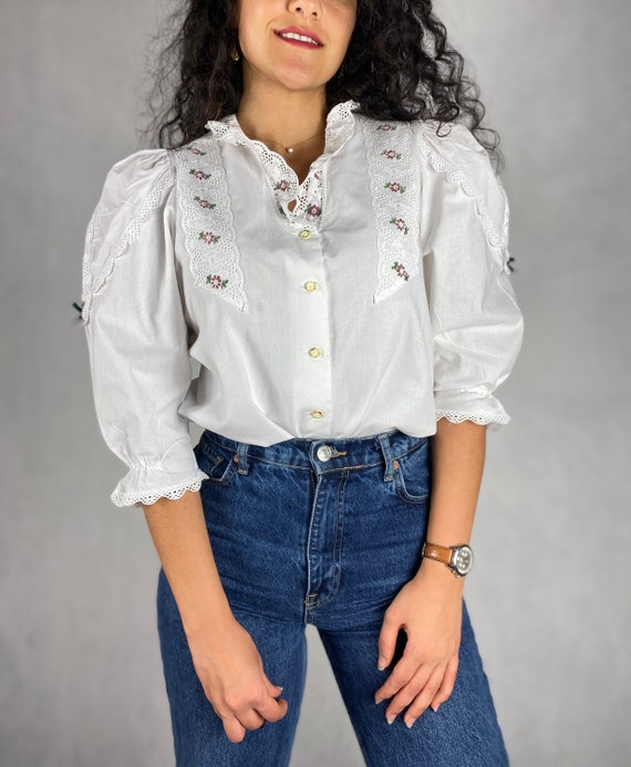 80s Vintage Folk Embroidered Blouse / White Ruffle