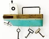 BLUE & GREEN KEYHOLDER - Driftwood Boat - 18x24x4 cm