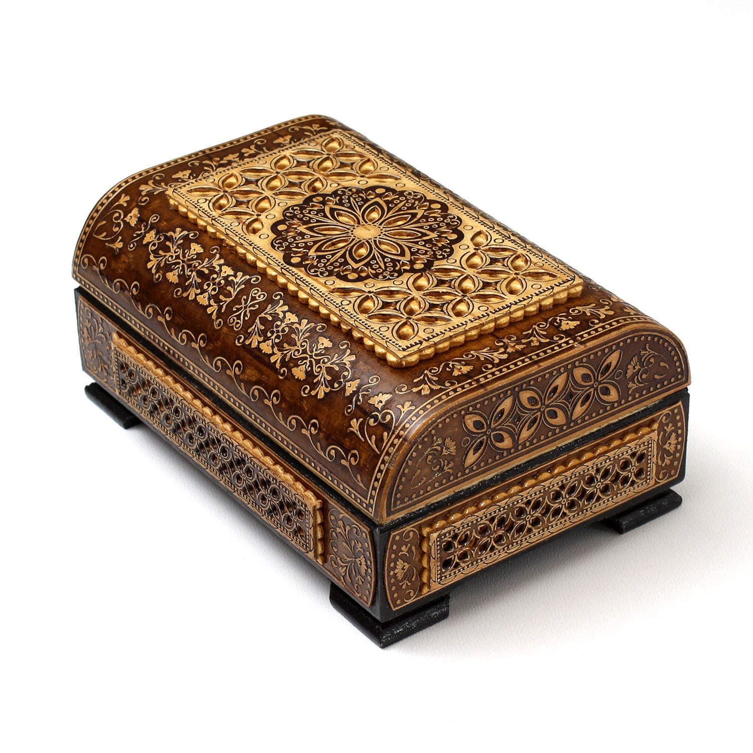Wooden box for trinkets, inlaid with birch bark. Inside there is velvet at the bottom, and an image of nature under the lid.