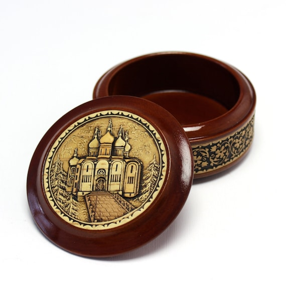 Box with a picture of a chapel. Jewelry box made of wood. Author's handwork. Covered with transparent varnish. Natural birch bark inlay.