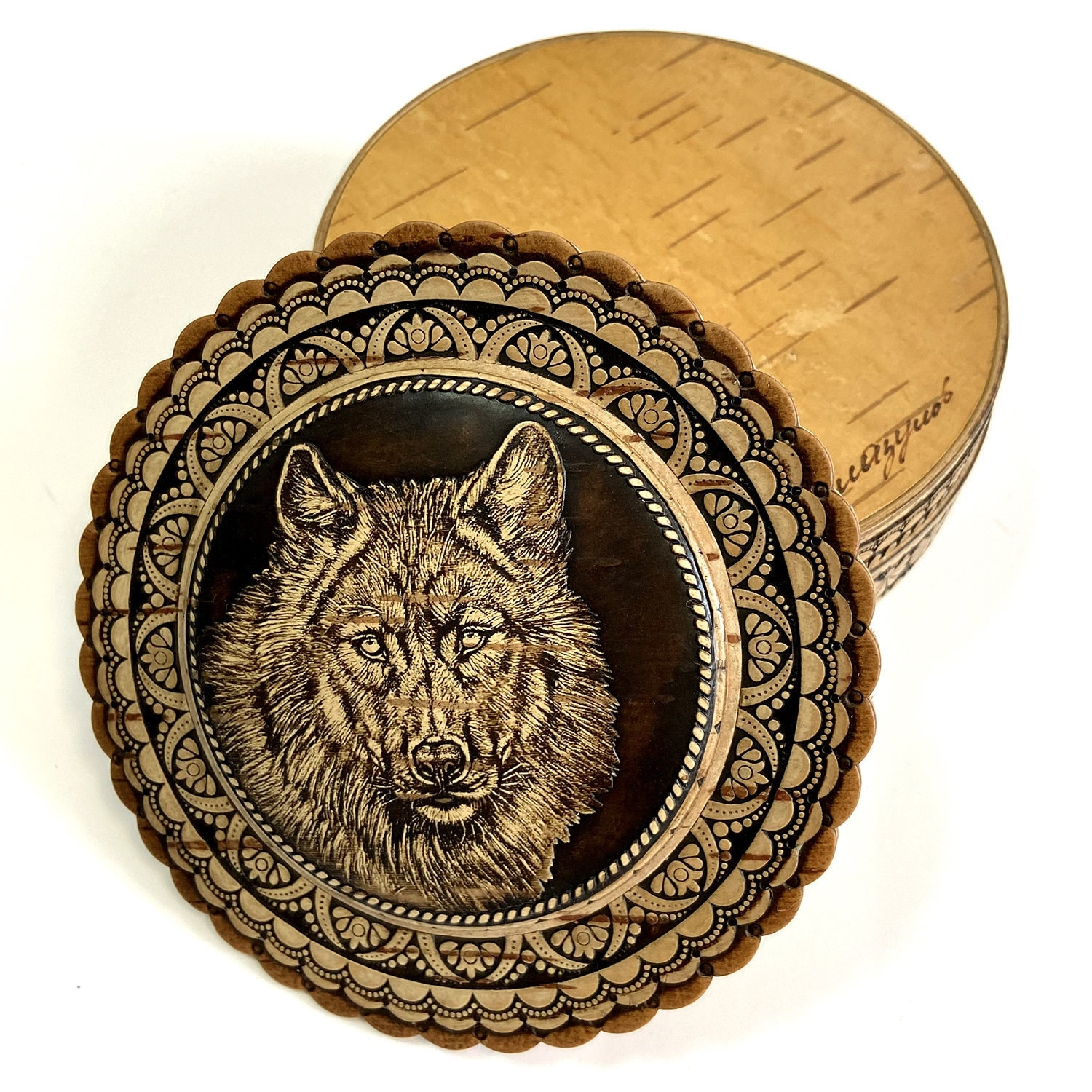 Handmade birch bark box. This box is hand made with the image of a wolf. Jewelry box. Casket for lovers of wild animals.
