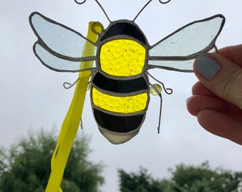 Stained glass bee made to order(approx 14 x 9cm)