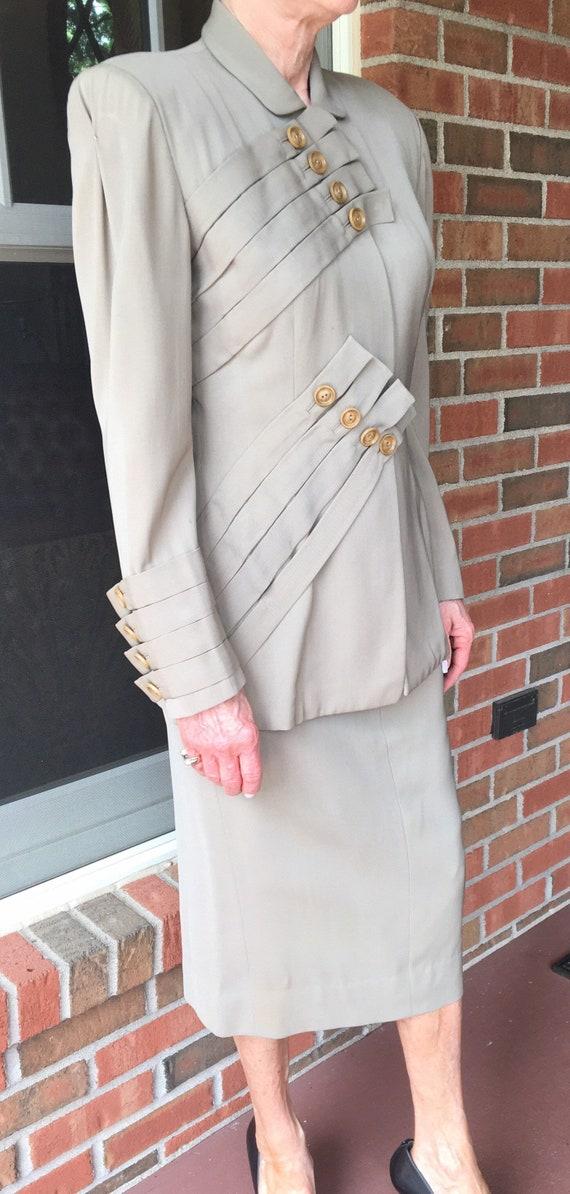 1940s Lilli Ann high design detailed suit. Size sm