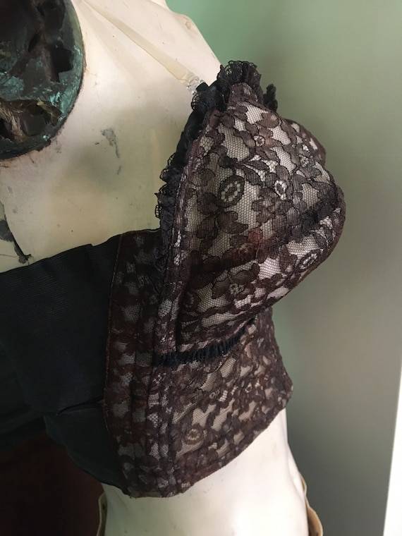 Beautiful vintage plunging brown lace wired 1940s… - image 2