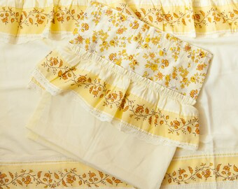 7 Yds NOS 90/'s Decorator Fabric Yellow Paisley Floral Print Upholstery Drapes Curtains