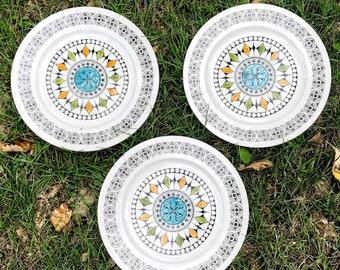 """Kathie Winkle For Broadhurst Ironstone Set of 3 """"Roulette"""" Pattern Dinner Plates"""
