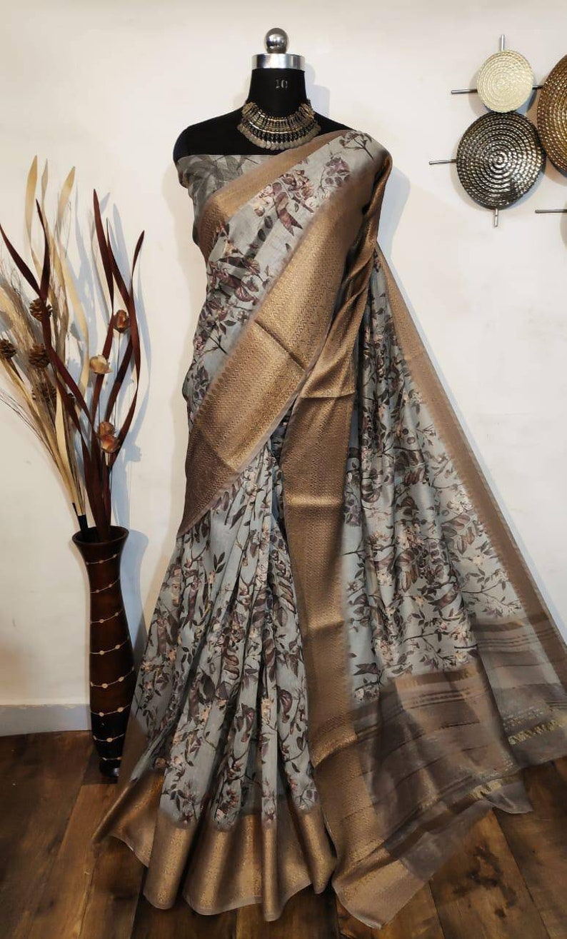 Handloom Linen Saree With Digital Printed With Rich Zari Wooven Pallu and Heavy Wooven Jacquard Border With Self Negative Printed Blouse