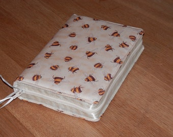 NWT 2013 Zipped Fabric Bible Cover - Bees on Cream