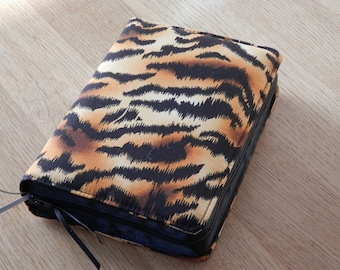 NWT 2013 Zipped Fabric Bible Cover - Tiger Print