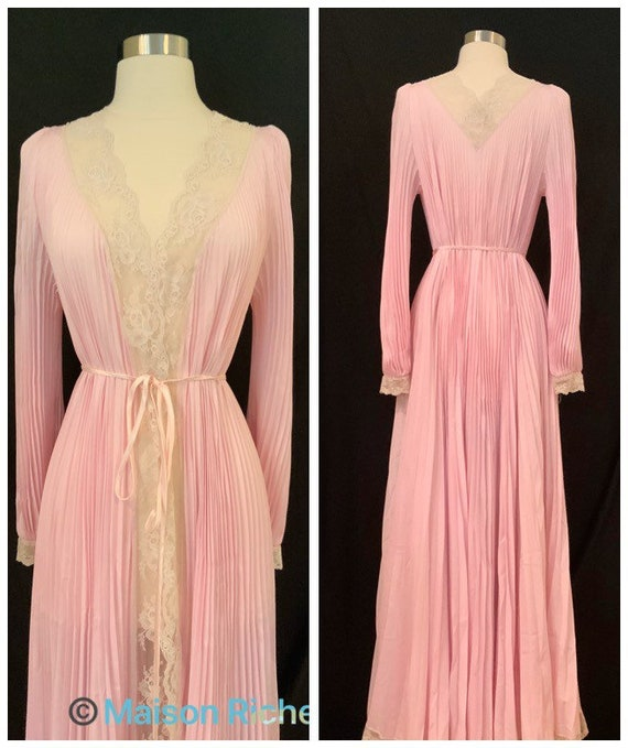 Vintage Lace Trimmed Dressing Gown