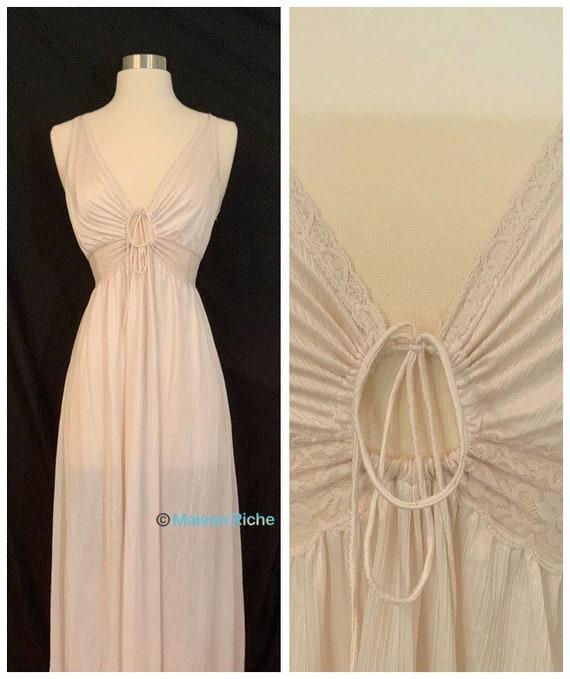 Vintage 1970s Miss Elaine Nightgown