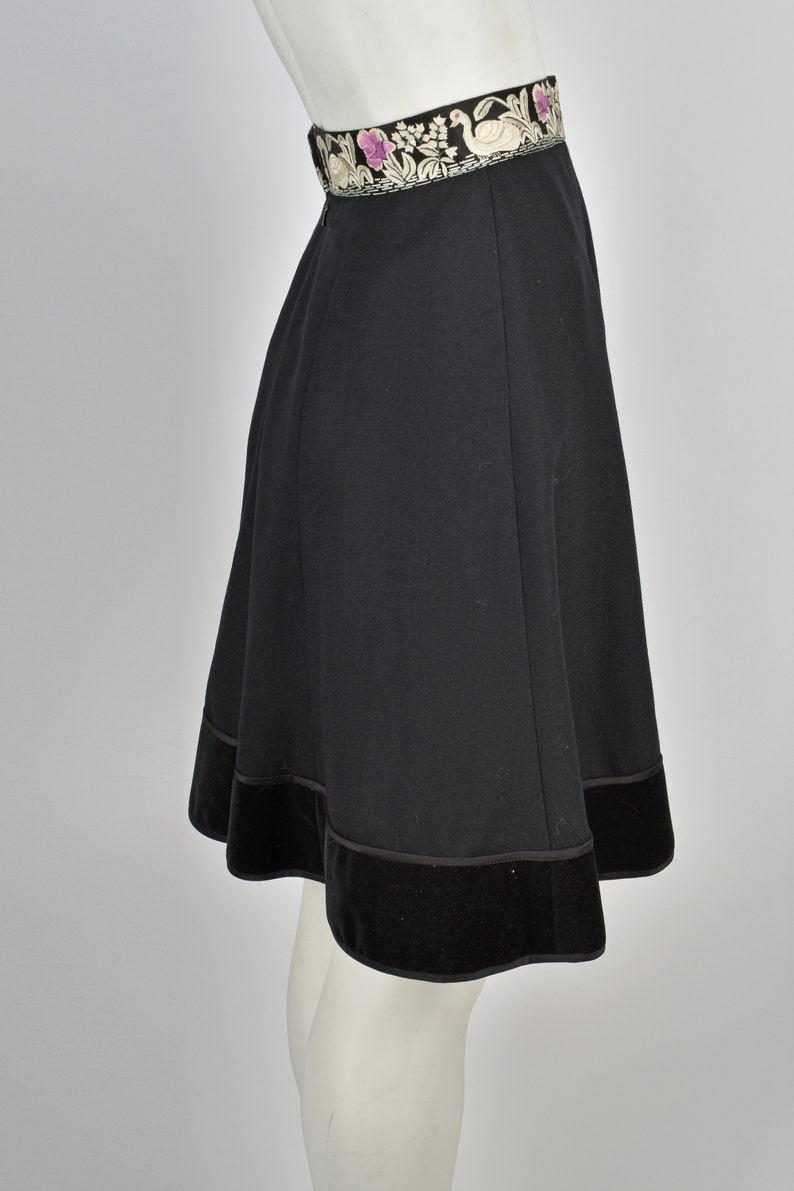 ANNA BELINDA 1970s embroidered skirt XXS beautifully embroidered swans waistband