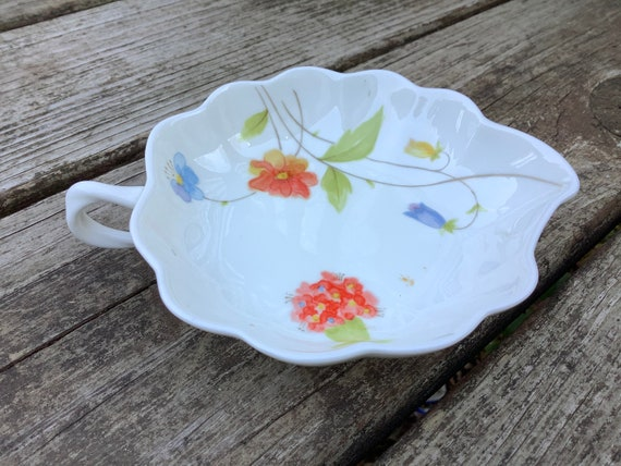 Catchall Jewelry Soap Dish Blue Flowers Floral Made In Japan Elizabeth Arden White Porcelain Vintage
