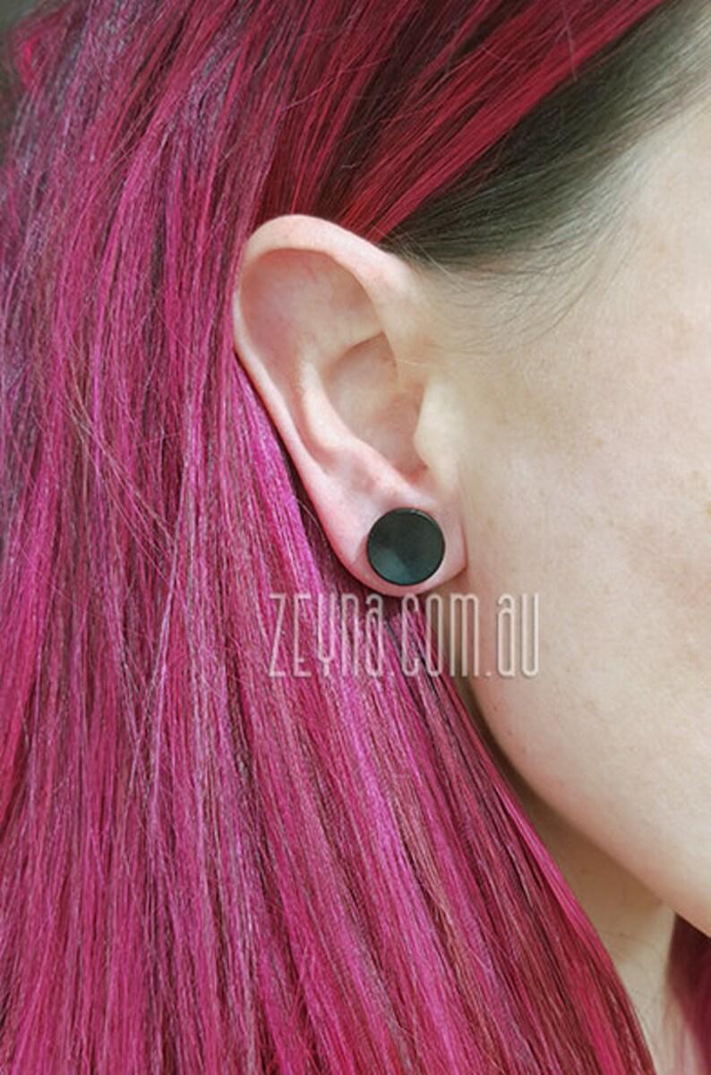 12mm \u2013 000ga \u2013 12\u201d SINGLE Concave Black wood plug