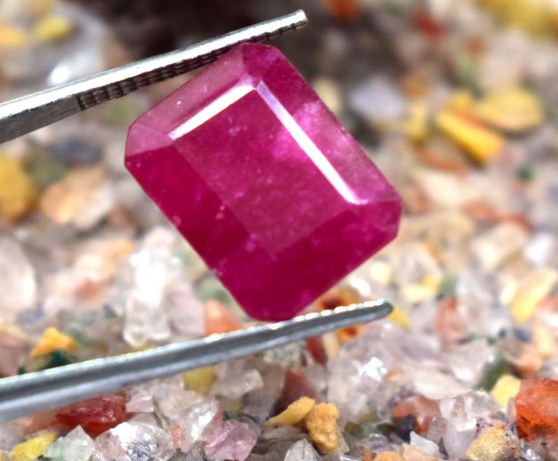 Red Beryl Bixbite Emerald  GGL Certified From Utah Gemstone 7.90 Ct Natural